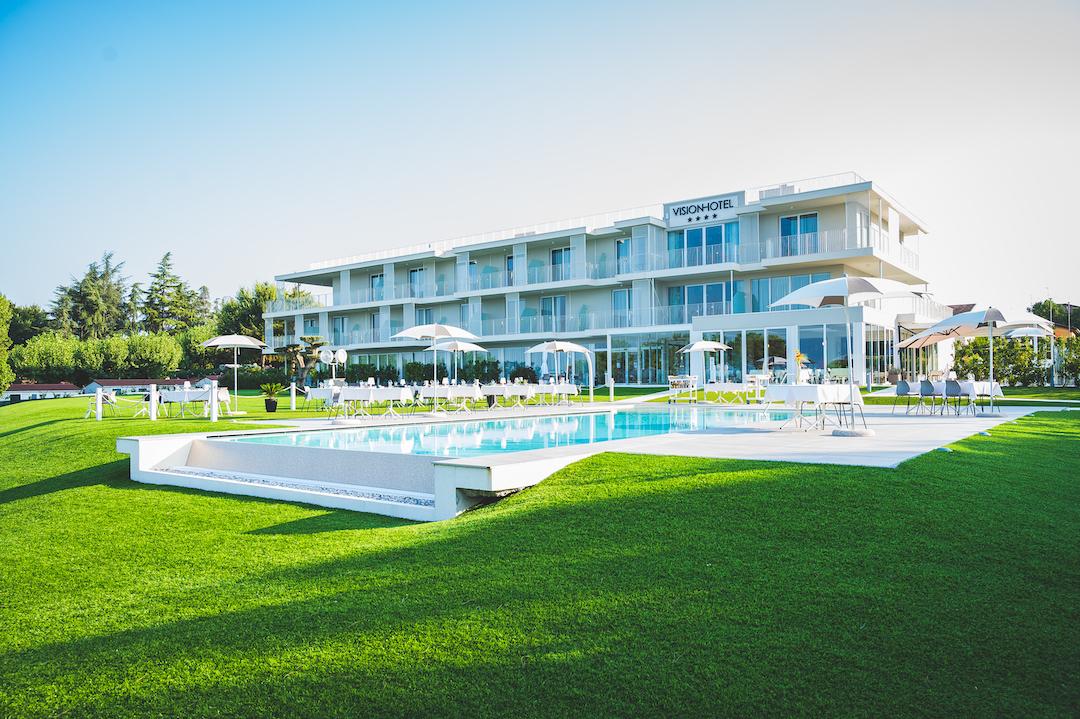 Hotel Vision shooting esterni piscina