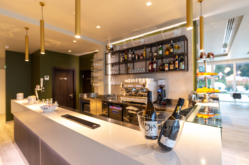immagine professionale bancone bar
