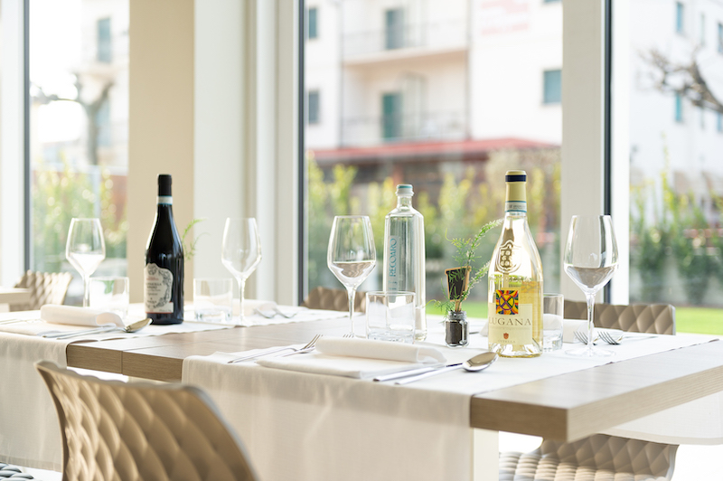 immagine professionale tavola ristorante