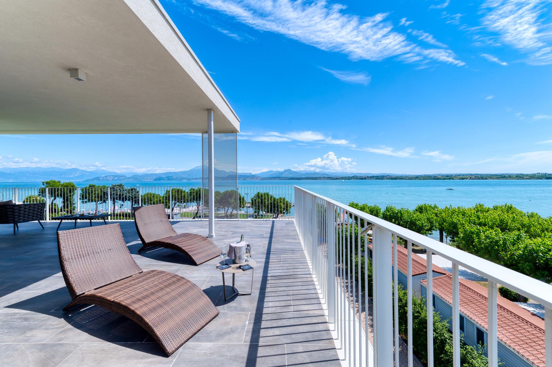 servizio fotografico professionale terrazzo panorama suite hotel lago garda